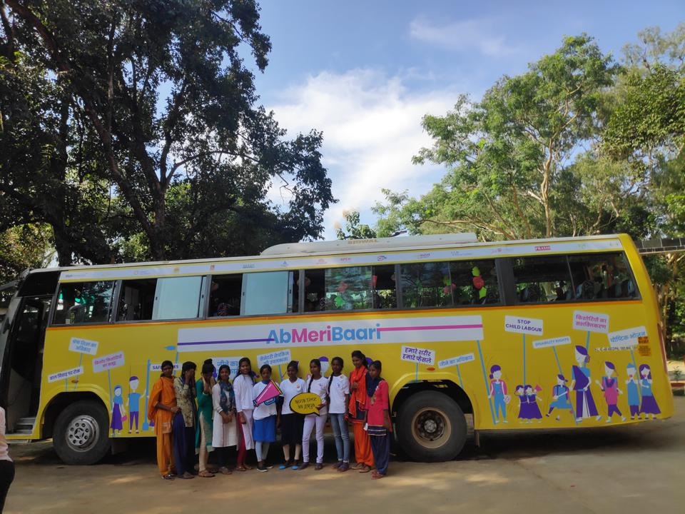 Through the bus journey, girl champions of Ab Meri Baari were able to present their charter of recommendations to local government representatives in 7 locations across Jharkhand, Uttar Pradesh and Rajasthan.