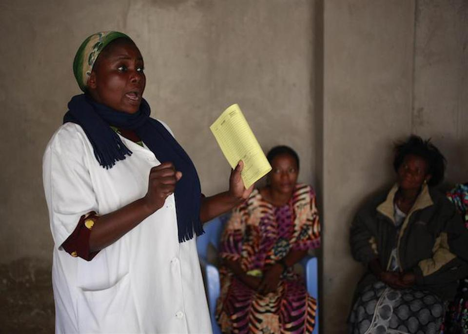 Nurse Rachel Munilis, responsible for prenatal consultations at Bakita Health Center in Lumumbashi, DRC, talks to pregnant women wating for tetanus vaccinations in July 2010.