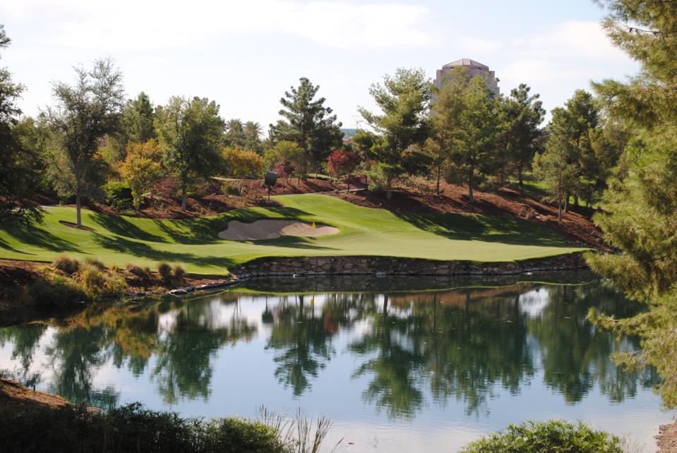 One of the six par-3 holes at the Wynn Golf Club