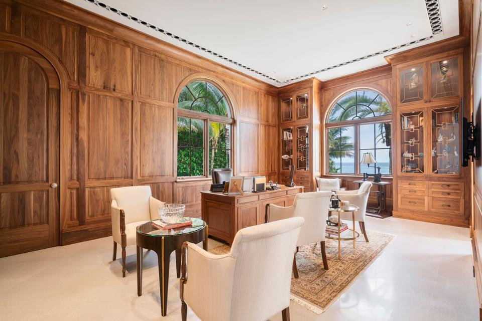 Coral Gables Estate On 62 000 Square Foot Waterfront Lot