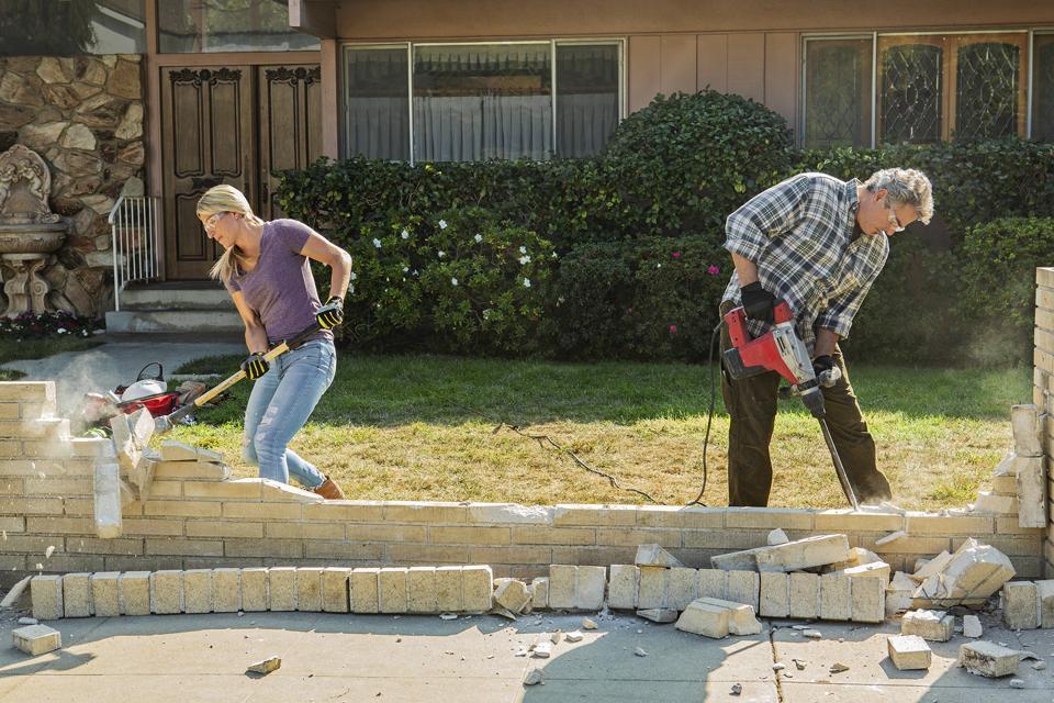 Jasmine Roth and Christopher Knight work on A Very Brady Renovation's house.