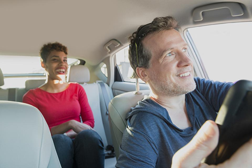Driver gives ride to passenger, who uses Visa Direct.