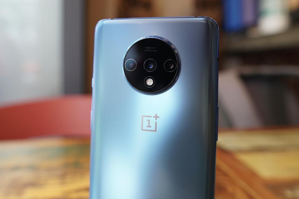 OnePlus 7T's triple camera set-up.