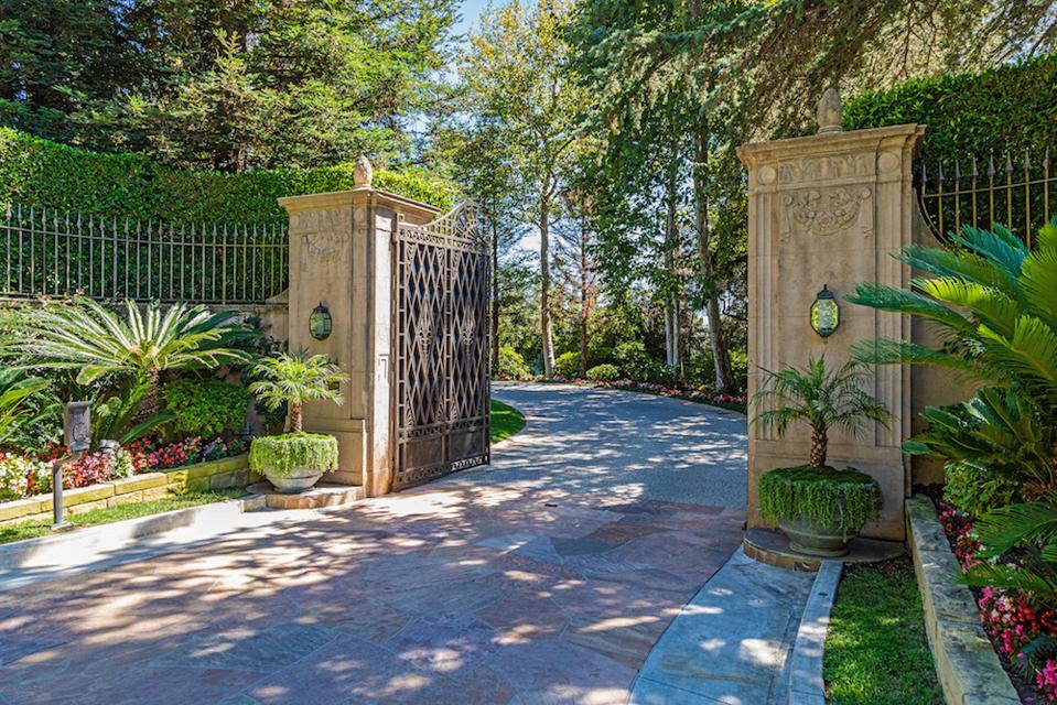 Casa Encantada Gated Driveway