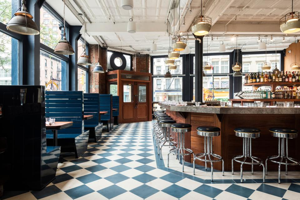 New York's Stunning New Oyster Bar Lets The Sunshine In