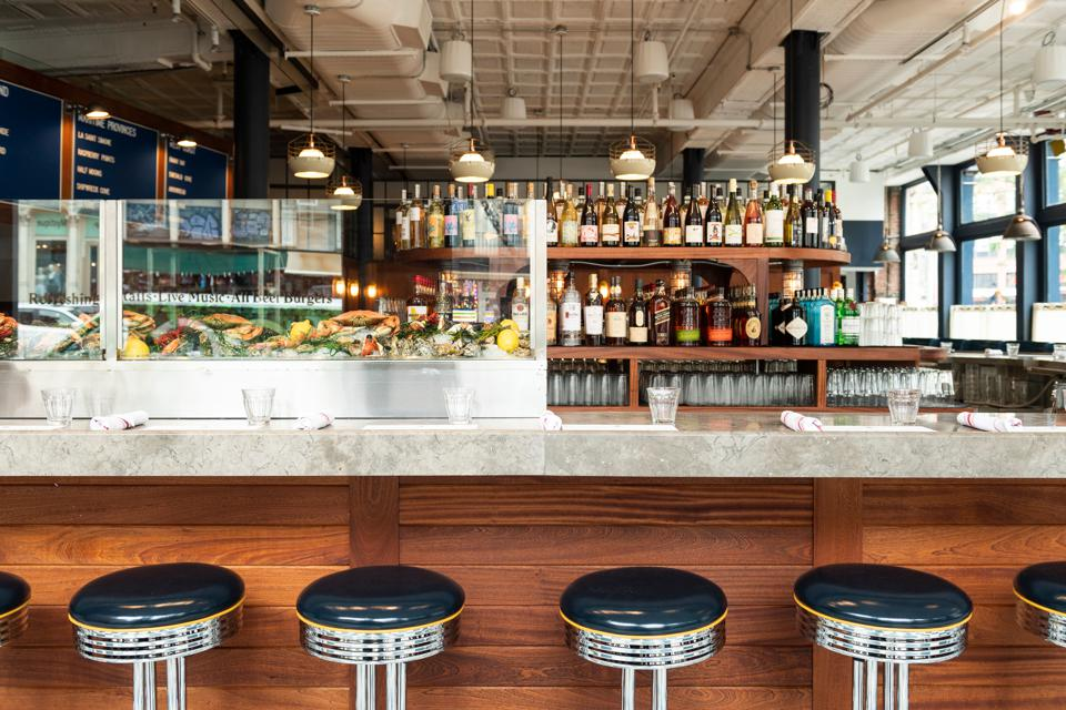 Canal Street Oysters' central limestone bar