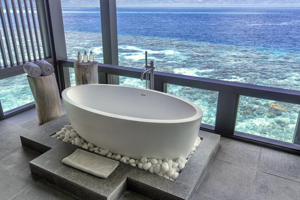 Kudadoo Maldives Luxury Travel Spa Bathtub