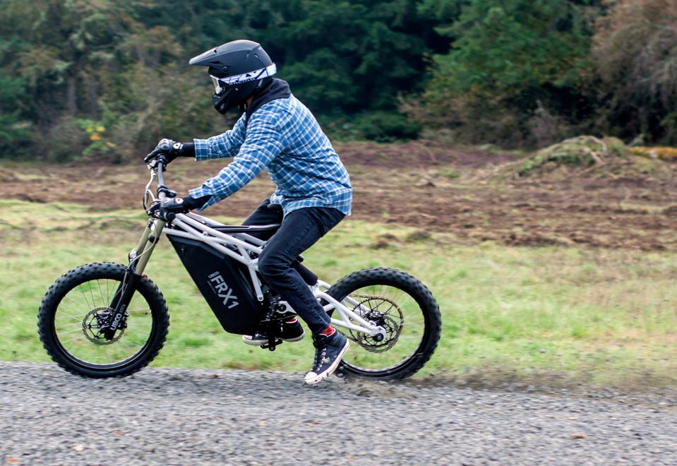 The UBCO-FRX1 can raise a roost of rocks or dirt no problem.