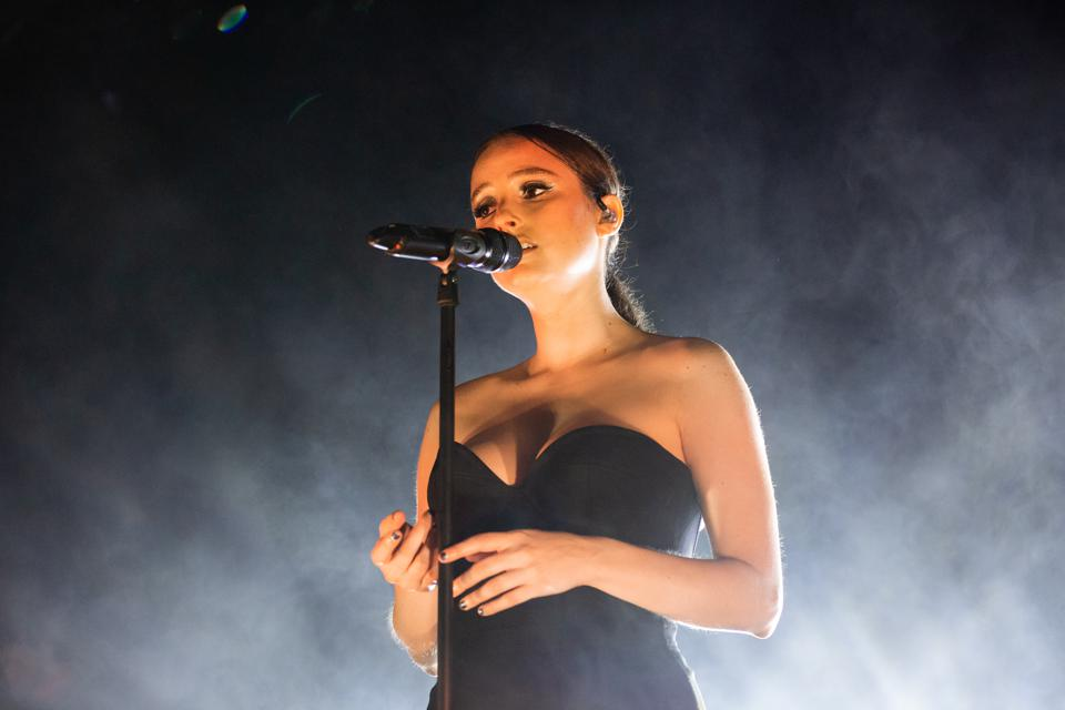 Banks on her North American tour for her album 'III.'