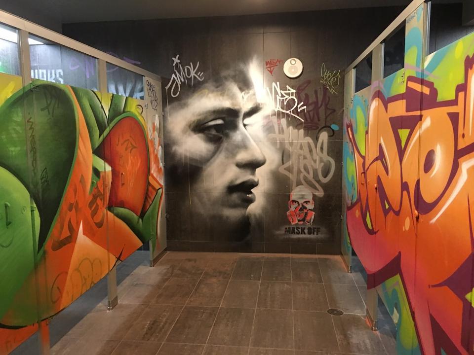 The ladies room at RUN