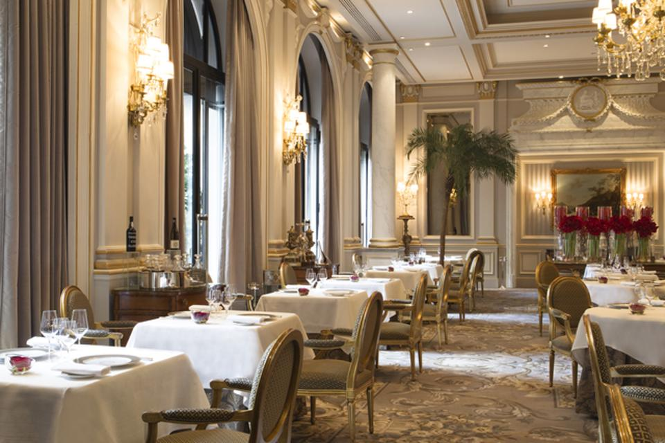 Le Cinq's dining room.