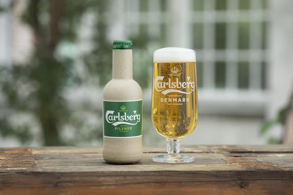 Carlsberg bet on cardboard with its new bottle for beer.