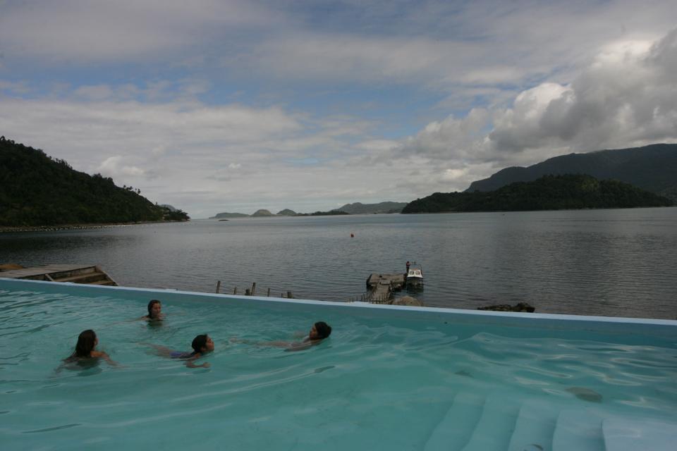Bathers in the Termas de Llancahueâ
