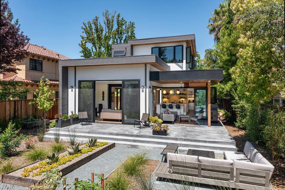 Modern Single-family home in Palo Alto, Calif. designed by Toby Long Design.