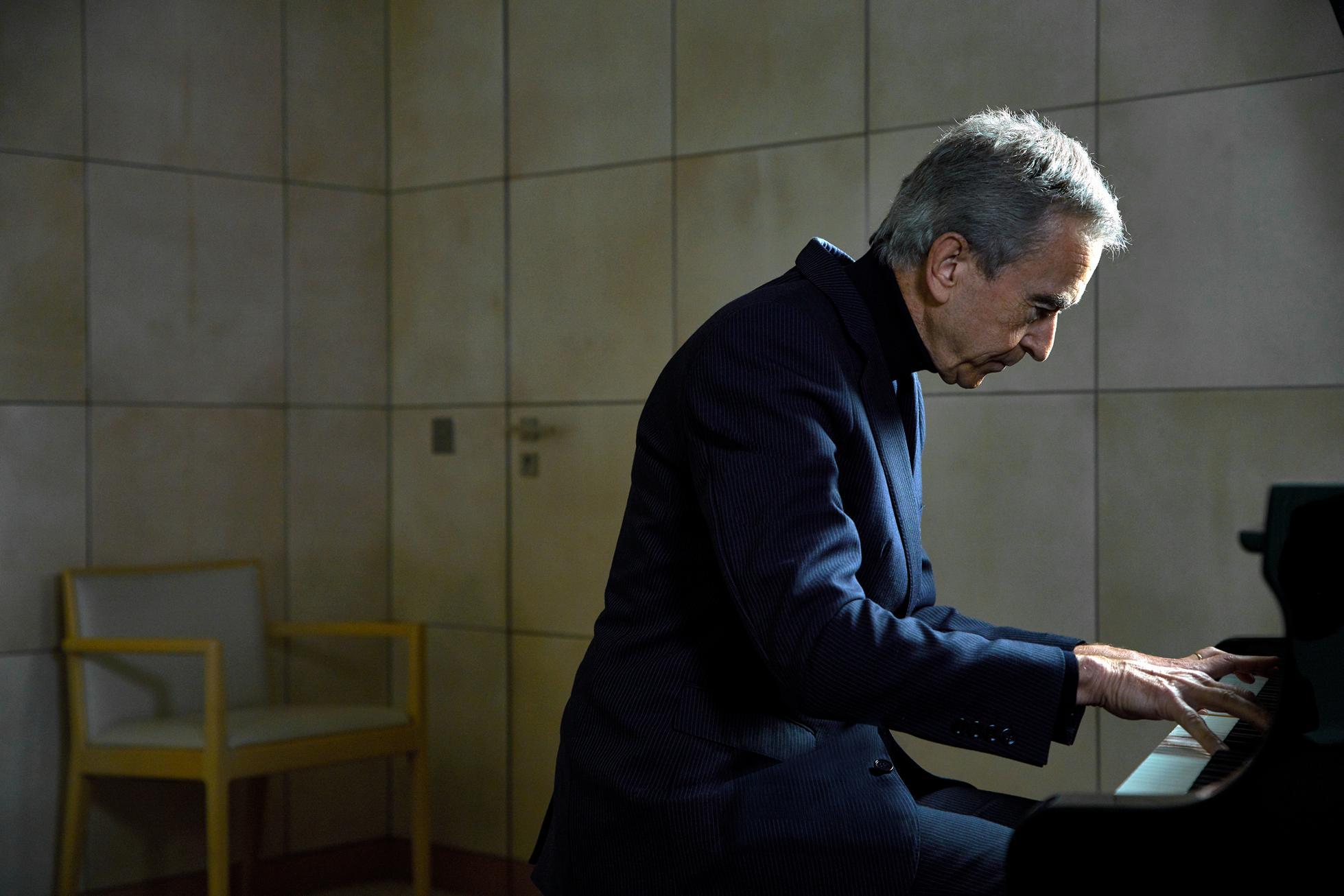 main-piano-Bernard-Arnault-by-Jamel-Toppin-34258_Ret