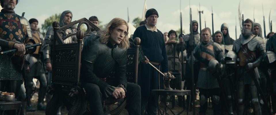 Robert Pattinson được đánh giá cao vì âm điệu Pháp của mình trong The King