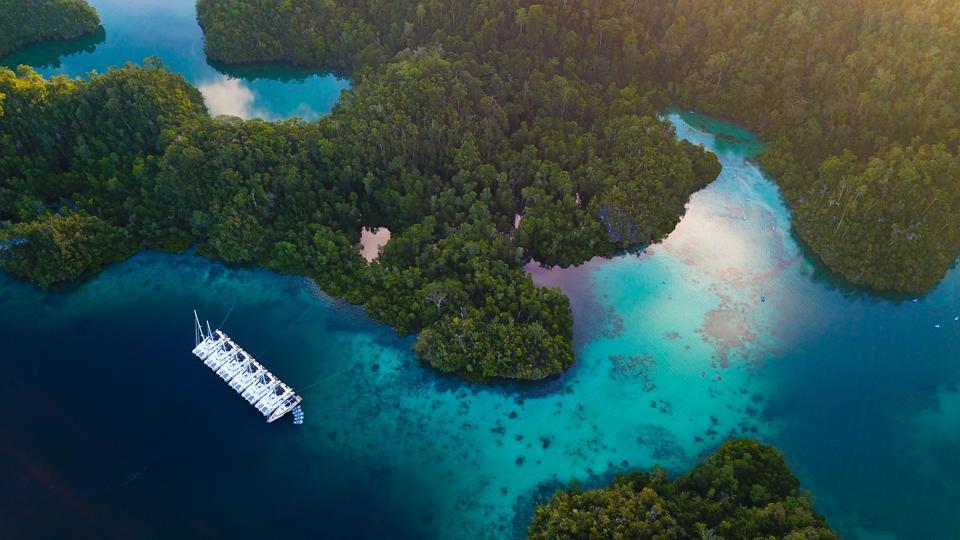 Raja Ampat, Meridian Adventure SAIL, sailing holidays, catamarans
