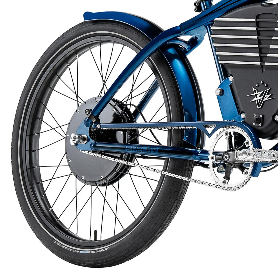 The 750-watt electric motor in the hub delivers smooth and surprisingly quick acceleration.