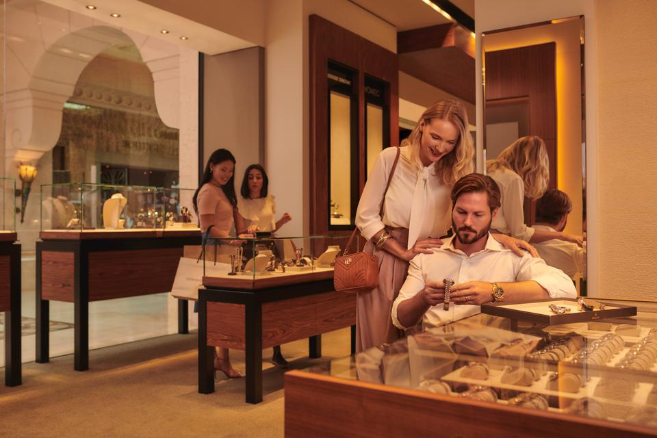 The Atlantis is home to a selection of luxurious boutiques.