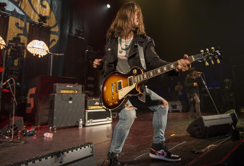 Guitarist John Notto of L.A. rockers Dirty Honey performs at Chicago Theatre. Thursday, October 10, 2019 (Photo by Barry Brecheisen)