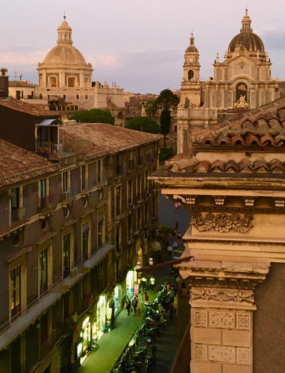 An evening scene in the city of Catania