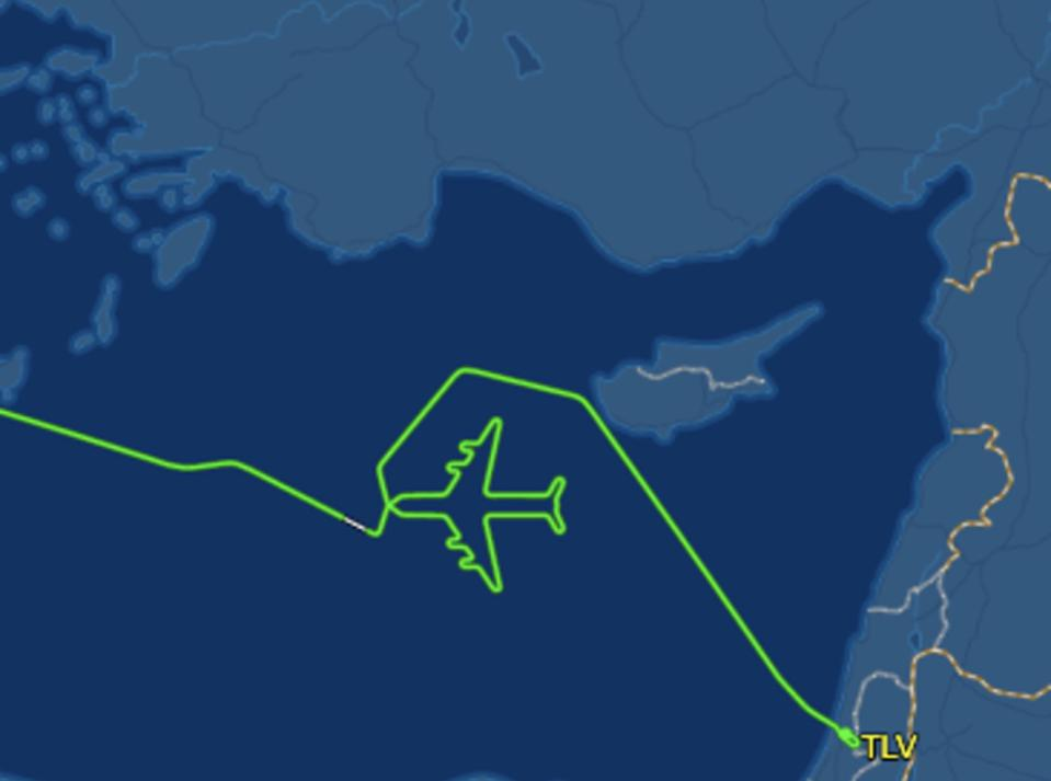El Al Israel final flight draws plane 747 on its route