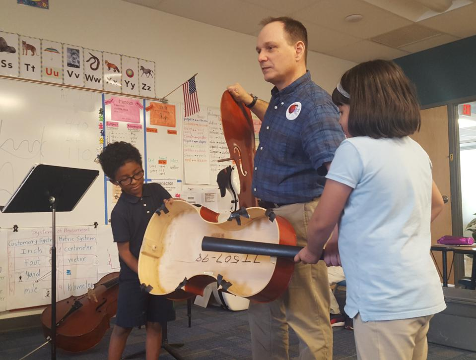 Phoenix Symphony cellist Mike D'Avanzo, investigates sound with 2nd graders by deconstructing a cello.