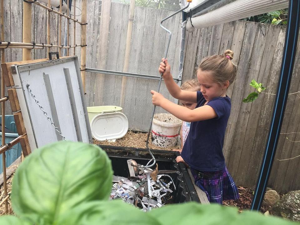 Subpod compost system