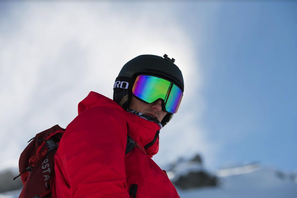 A snowboarder wearing a sunny day Method lens