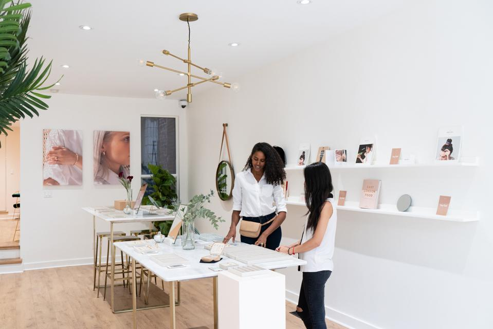 Mejuri hybrid showroom model