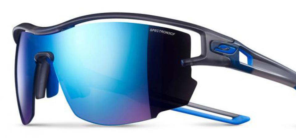 Julbo Aero features suspended construction for outstanding ventilation.