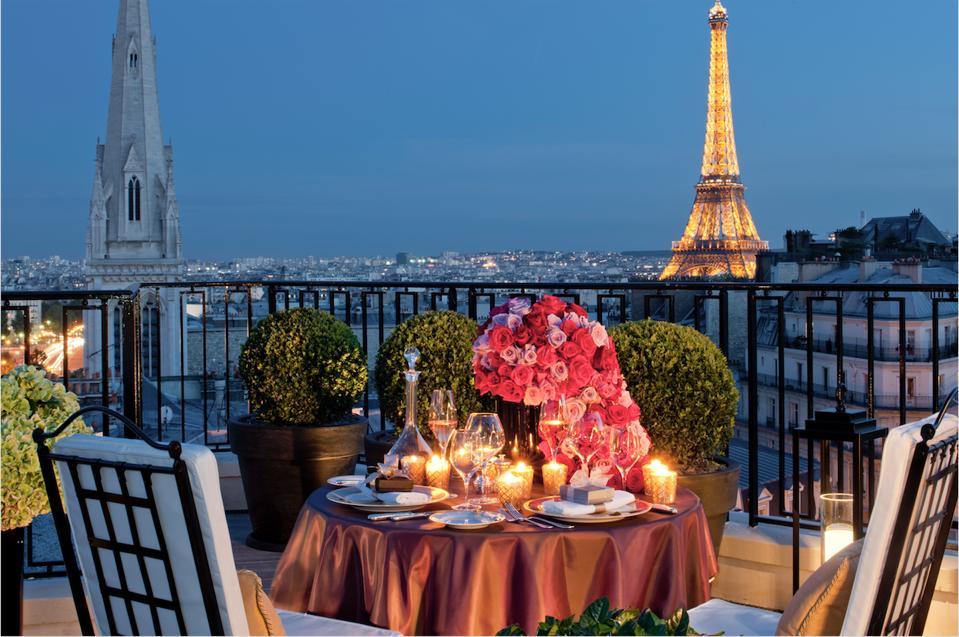 Štiri letne čase George V Pariz Luksuzno potovanje Črni rob Concierge Nacer Tazi