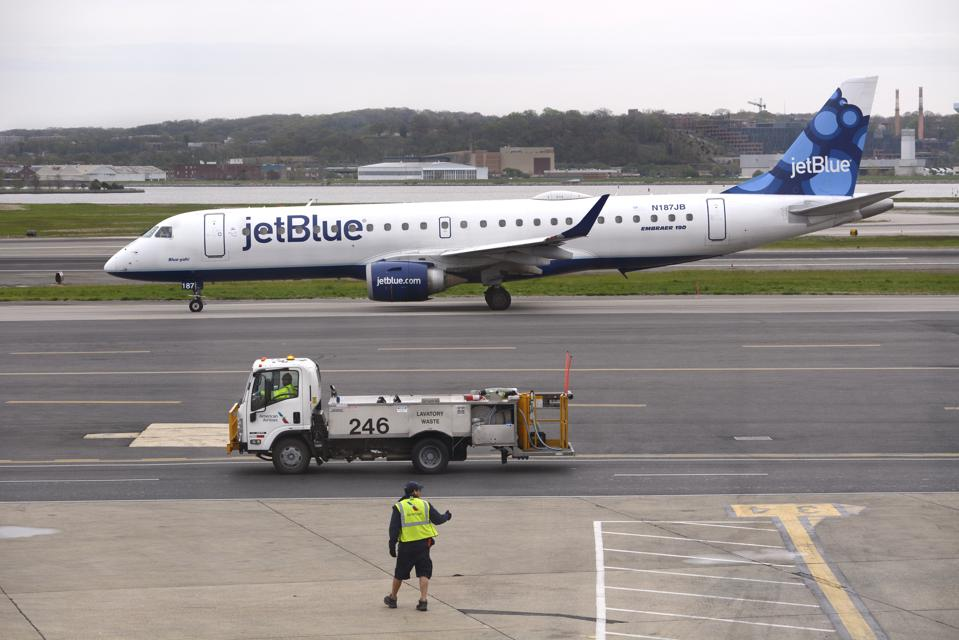 Why Do JetBlue's Margins Lag Southwest's Despite Its Higher Average Ticket Price?