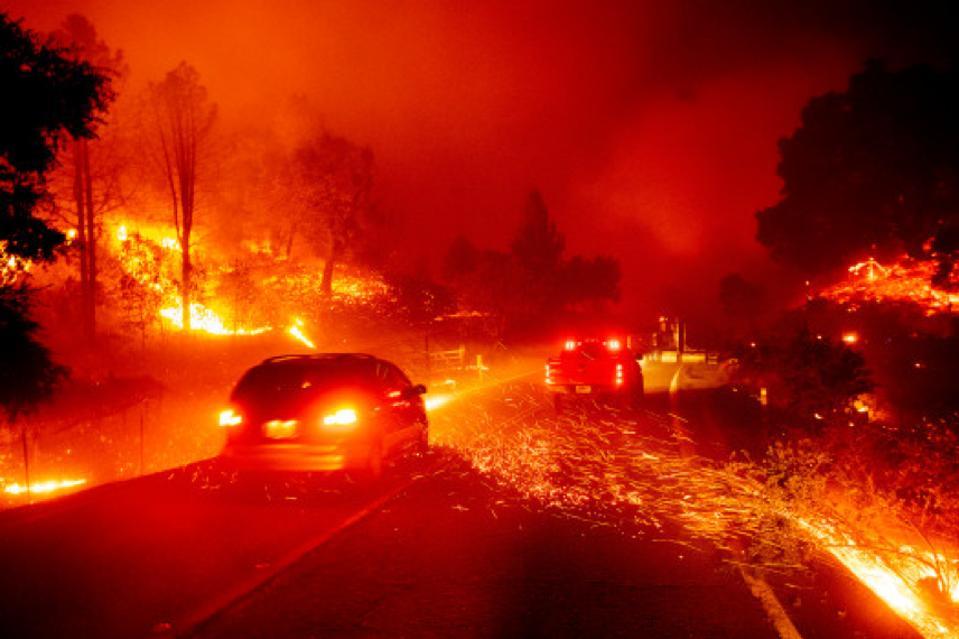 Kincade Fire membakar melalui Sonoma County