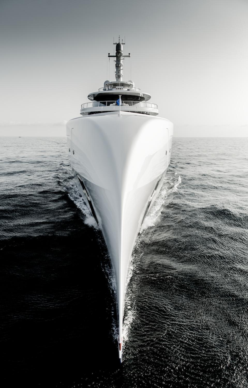La proue du superyacht Excellence de 263 pieds de long a été inspirée par le bec d'un American Bald Eagle