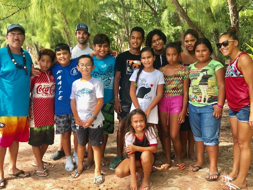 School children from Anaa