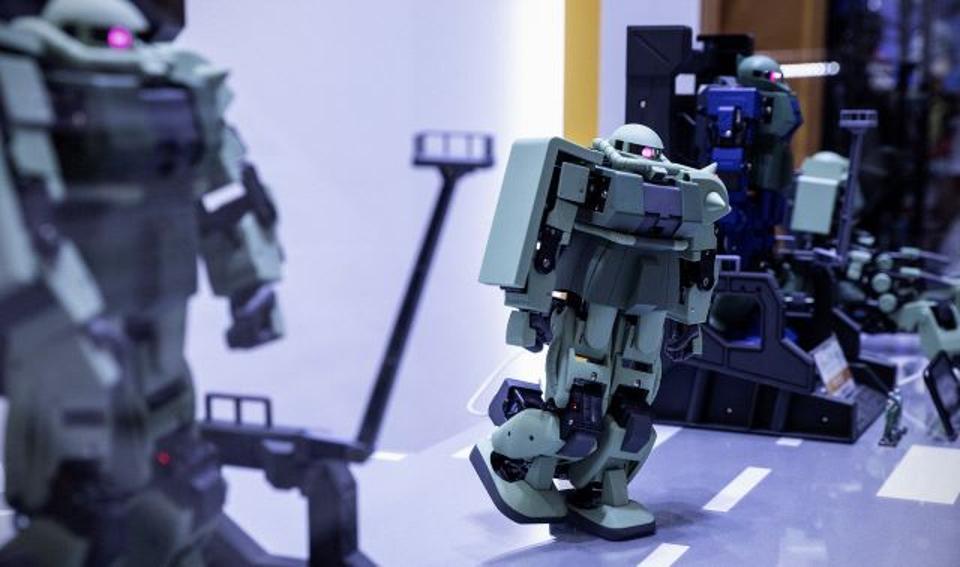 Bandai showed off its Zeonic Technics kit robots