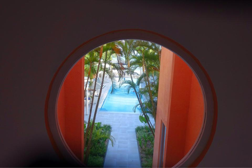 Picturesque views are to be found all over SALT of Palmar, including through this oculus.