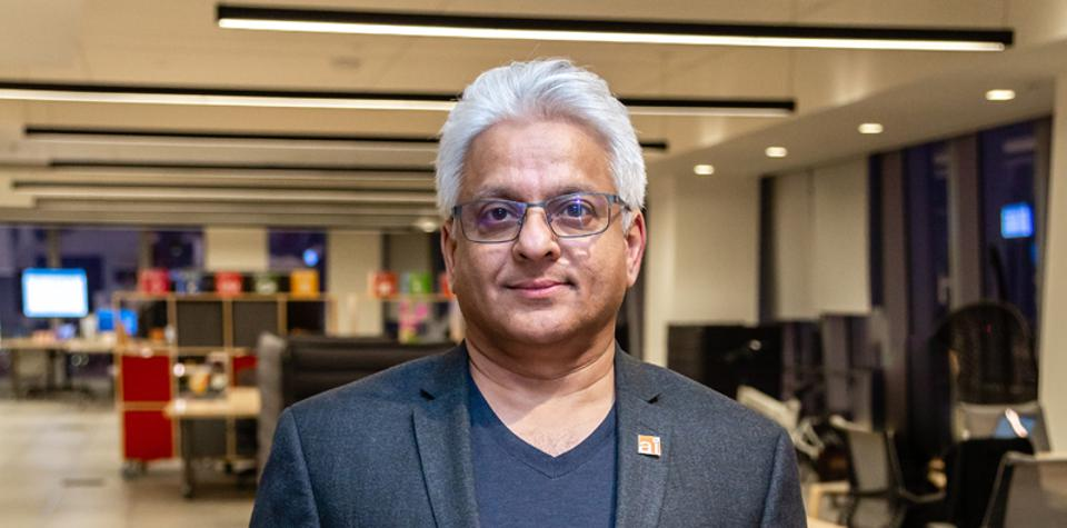 Pinaki Dasgupta, CEO of startup Hindsait, is convinced that using AI to augment people will revolutionize healthcare decision-making through evidence-based care.