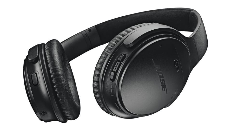 Black Bose QuietComfort 35 II headphones.