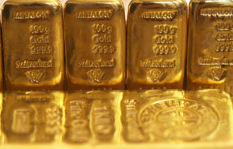Guldbarrer og -mønter, som Verdensguldrådet møder for at diskutere værdiansættelsesprocesser
