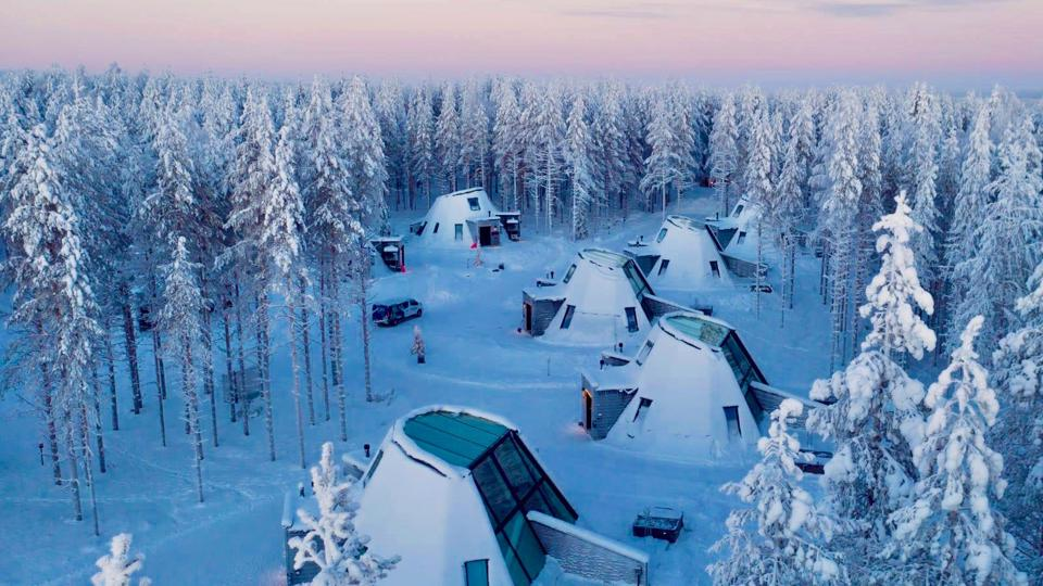Snowman World Glass Resorts