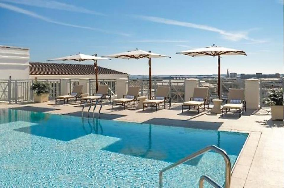 Rooftop pool Hotel Bennett Charleston
