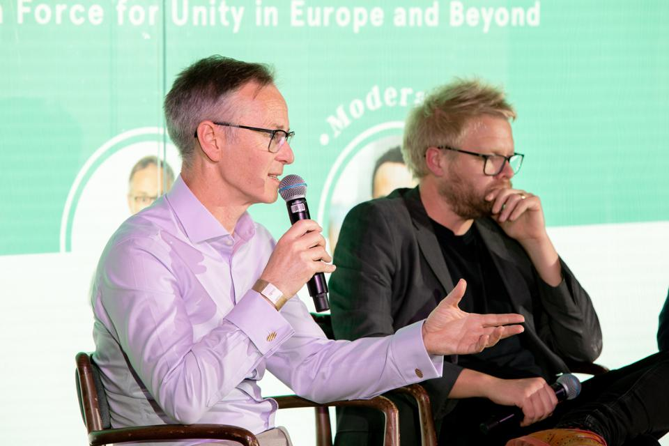HSBC UK CMO Chris Pitt (left) and Copa90 CMO James Kirkham speak at the CMO Summit Europe.