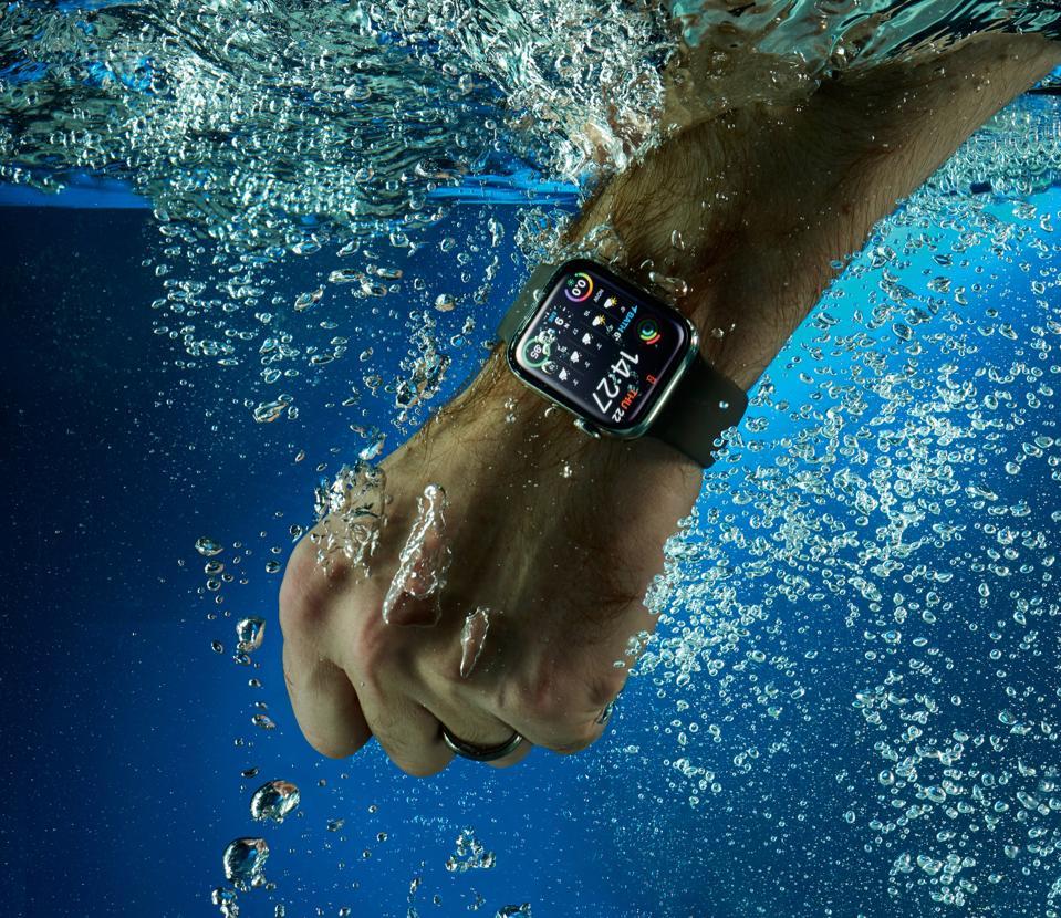Apple Watch Series 4 Smartwatch