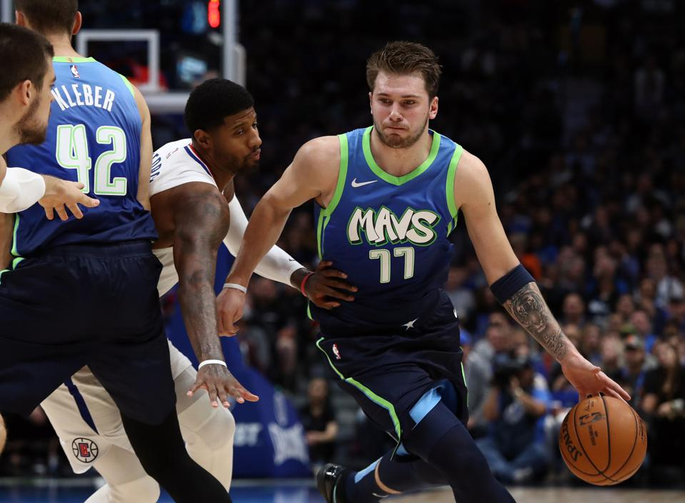 Mavericks Luka Doncic Swarmed By La Clippers Turns In A