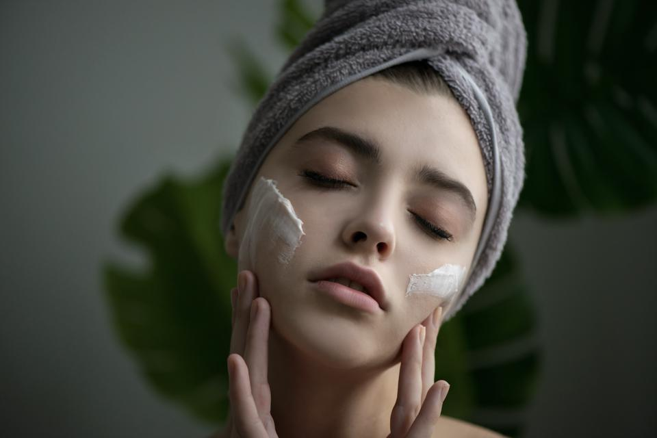 CYGALLE Defense Cream on face