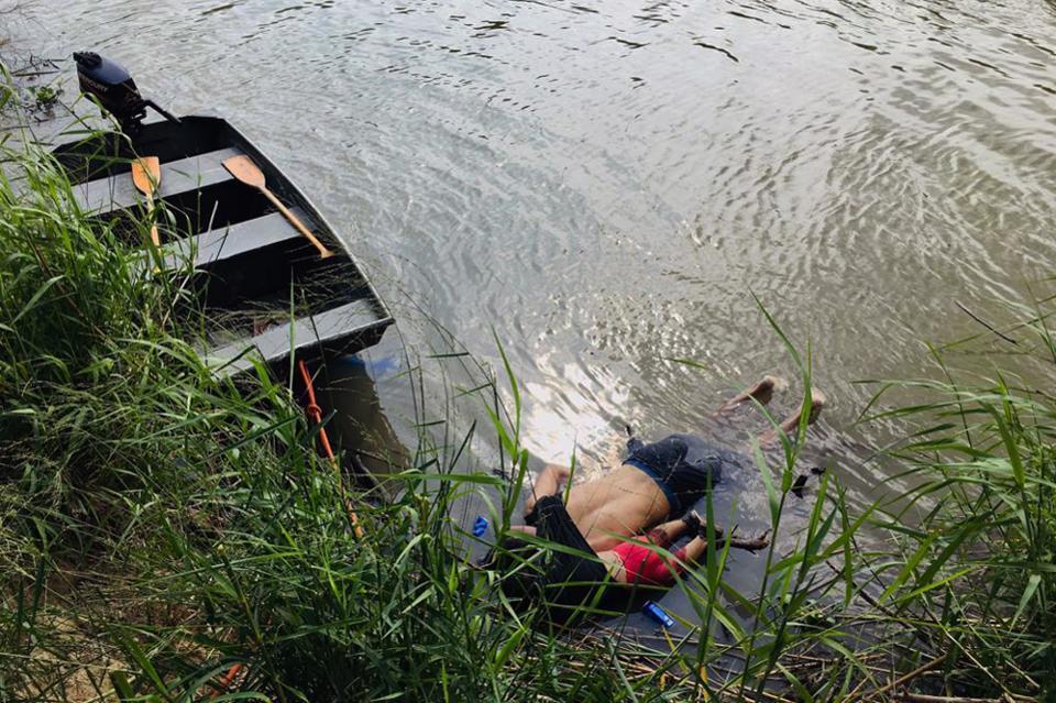 De verdrinkingsdood van een Salvadoraanse ouder en kind.