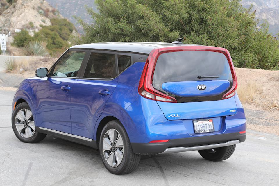 The Soul EV get wraparound LED headlights and tail lights.