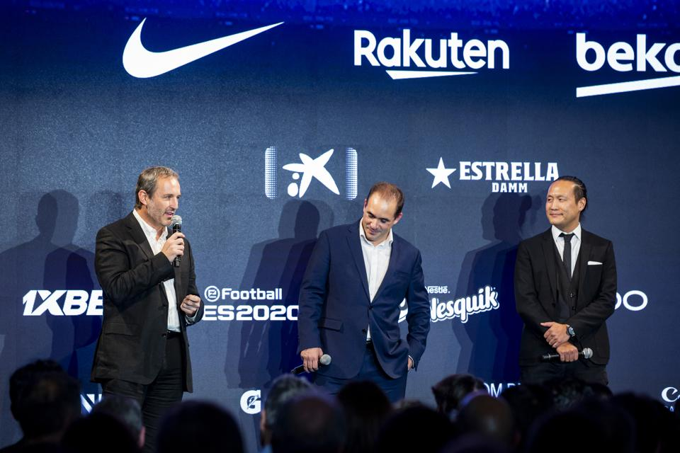 Paco Latorre, Jacinto Roca and Didac Lee address the crowd at the Matchday premiere.